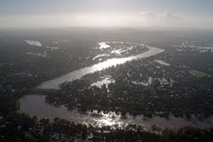 2011次洪水1月meande risbane河剪影 图库摄影