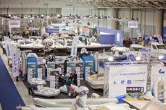 2011艘大蓝色充气救生艇商展豪华罗马&#2802 库存照片