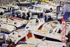 2011艘大蓝色小船充气救生艇显示的罗&#3953 库存照片