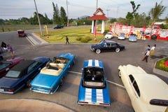 2011辆汽车节日hin华游行葡萄酒 图库摄影
