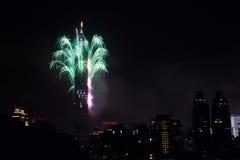 2011 100 Râ¥C Taipei 101 Feuerwerke Stockfotos