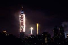 2011 100 Râ¥C Taipei 101 Feuerwerke Lizenzfreies Stockbild
