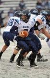2011 NCAA Voetbal - handoff in de sneeuw Stock Foto