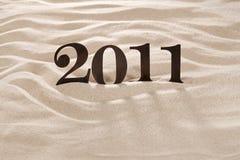 2011 numero del metallo sulla sabbia della spiaggia Fotografie Stock Libere da Diritti