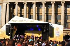 2012个音乐会伦敦奥林匹克继电器火炬 免版税图库摄影