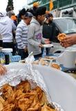 2012年共享锡克教徒的baisakhi食物 库存图片