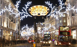 2012年在伦敦街道的圣诞灯 免版税库存图片
