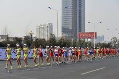 2012年瓷比赛拿着jiangs伦敦奥林匹克 免版税库存照片