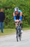 2012循环的ironman triathlete 免版税库存图片