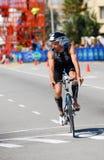 2012循环的ironman triathlete 图库摄影