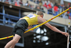 2012 atletismo - salto con pértiga de la High School secundaria Foto de archivo