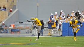 2012 balompié del NCAA - WVU contra el TCU Fotos de archivo