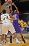 2012 baloncesto de los hombres del NCAA - Drexel - JMU Fotografía de archivo libre de regalías