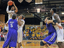 2012 baloncesto de los hombres del NCAA - Drexel - JMU Imagen de archivo