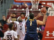 2012 basquetebol dos homens do NCAA - corujas do templo Foto de Stock Royalty Free