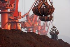 2012 Chinas Abnahme in der Nachfrage nach Eisenerz Stockbilder