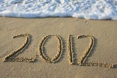2012 geschrieben in den Sand Stockfotos