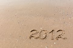 2012 Jahr geschrieben auf den Strandsand Lizenzfreie Stockfotografie