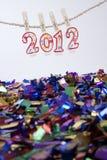 2012 Kerzen, die mit Confetti hängen Lizenzfreie Stockbilder