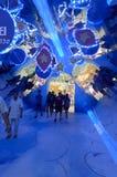 2012 - L'entrata principale centrale del mondo da skywalk ha trasformato ad un tunnel dello specchio del triangolo Immagini Stock Libere da Diritti