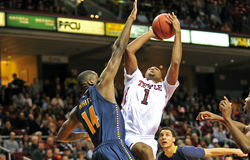 2012 la pallacanestro degli uomini del NCAA - gufi del tempio Immagine Stock