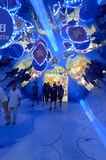 2012 - La puerta principal central del mundo del skywalk ha transformado a un túnel del espejo del triángulo Imágenes de archivo libres de regalías