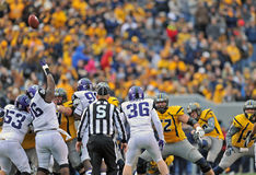 2012 le football de NCAA - WVU contre la TCU Photographie stock libre de droits