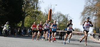 2012 London maratonlöpare arkivbilder