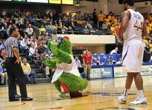 2012 NCAA het Basketbal van Mensen - Drexel - JMU Royalty-vrije Stock Afbeelding