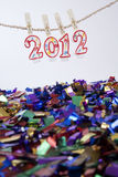 2012 velas que penduram com confetti Imagens de Stock Royalty Free