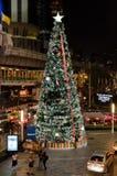 2012 - Weihnachtsbaum an der Front von Terminal 21 Stockbild