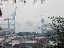 2013年1月08日: 林区大火,塔斯马尼亚岛: 在Burnie端口的游轮 免版税库存照片