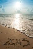 2013指示了沙子在海滩 库存图片