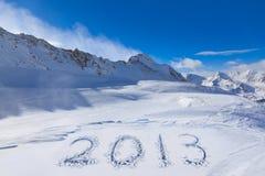 2013 auf Schnee an den Bergen Lizenzfreie Stockfotos