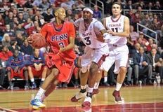 2013 el baloncesto de los hombres del NCAA - mecanismo impulsor de la línea de fondo Foto de archivo