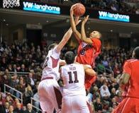2013 el baloncesto de los hombres del NCAA - tiro Imagenes de archivo