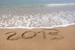 2013 Jahr schrieb auf den Strand, mit Exemplarplatz Lizenzfreie Stockbilder