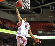 2013 NCAA篮球-灌篮 图库摄影