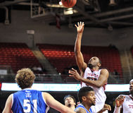 2013 NCAA篮球-跳投 库存图片