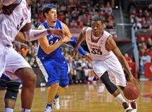 2013 NCAA Basketbal - aandrijving aan de mand Stock Foto
