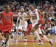 2013 NCAA het Basketbal van Mensen - dribble Royalty-vrije Stock Foto