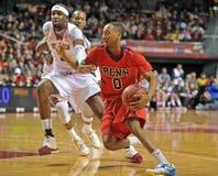 2013 NCAA het Basketbal van Mensen - dribble Royalty-vrije Stock Afbeeldingen