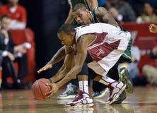 2013 o basquetebol dos homens do NCAA - bola fraca Foto de Stock Royalty Free