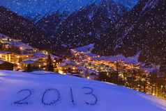 2013 op sneeuw bij bergen - Solden Oostenrijk Royalty-vrije Stock Foto