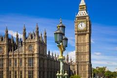 伦敦、议会英国- 2014年6月24日-大本钟和议院  免版税库存图片