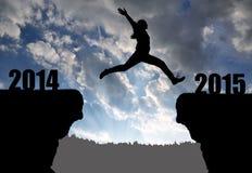 女孩跳到新年2015年 免版税库存照片