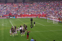 美国女子橄榄球队庆祝赢取2015年世界杯足球赛 图库摄影