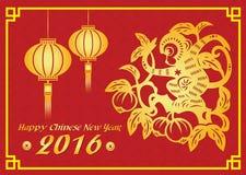 愉快的春节2016卡片是灯笼,在桃树的金猴子 免版税库存图片