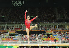 美国的奥林匹克冠军竞争在平衡木的亚历山德拉・拉丝曼在妇女的全能体操在里约2016年 库存照片