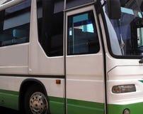 公共汽车侧视图 免版税库存图片